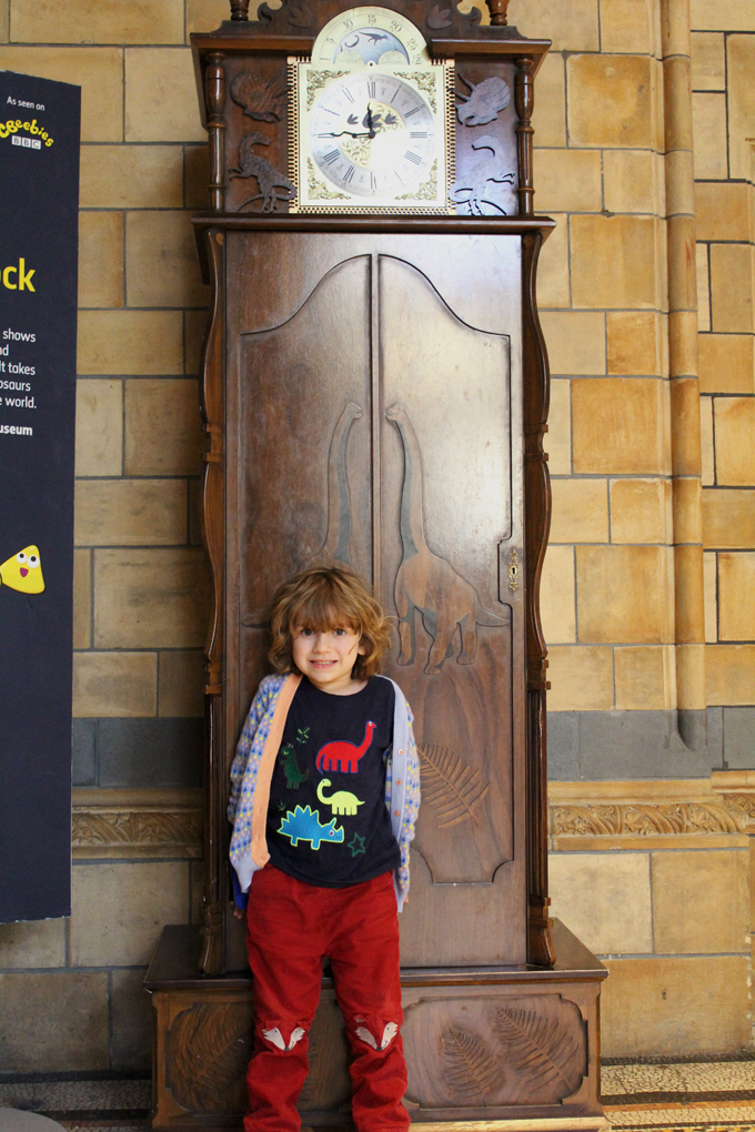 days out with kids the natural history museum London http://www.archieandtherug.com/2018/09/trains-trains-dinosaurs.html