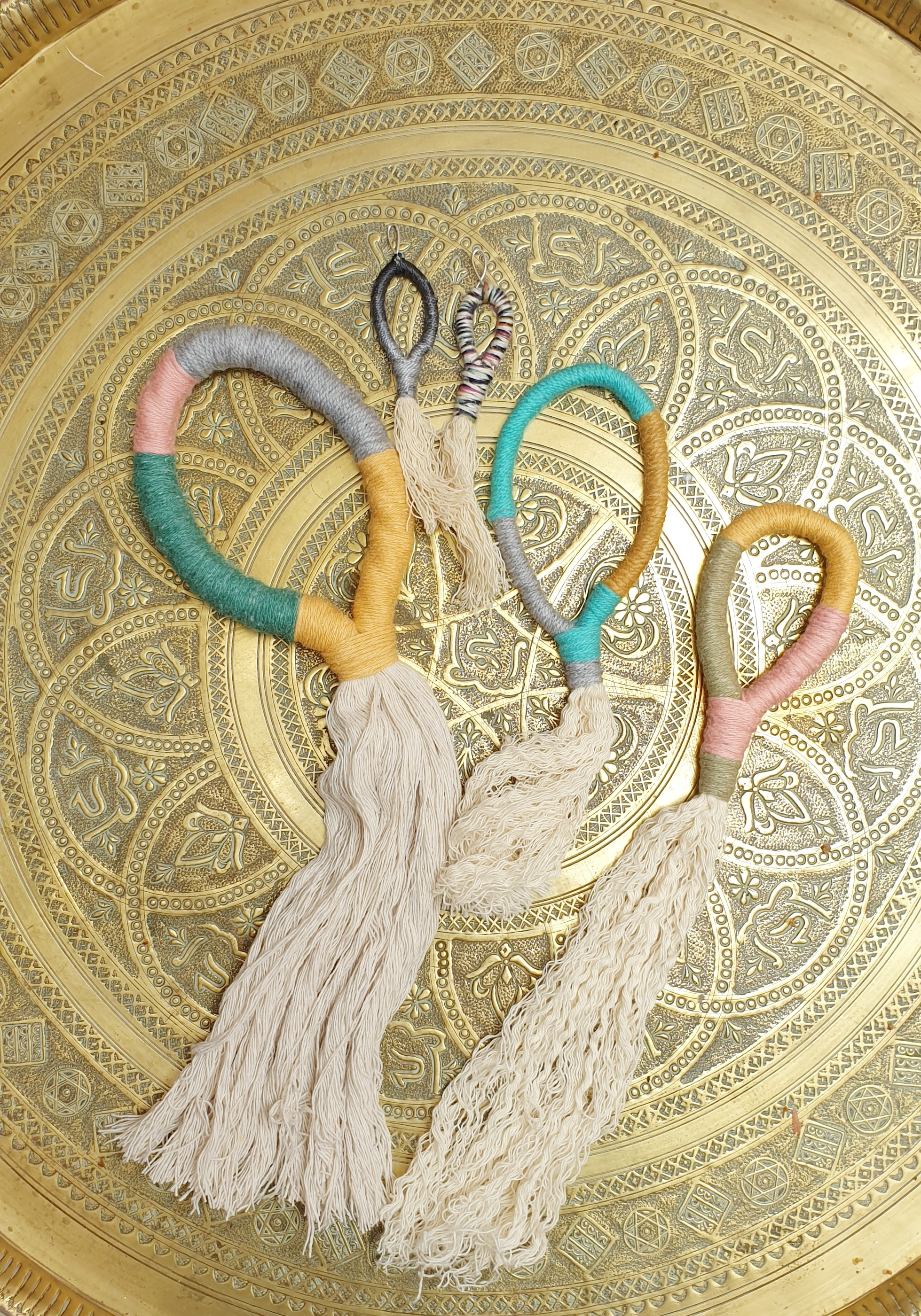 make a simple wall yarn wall hanging